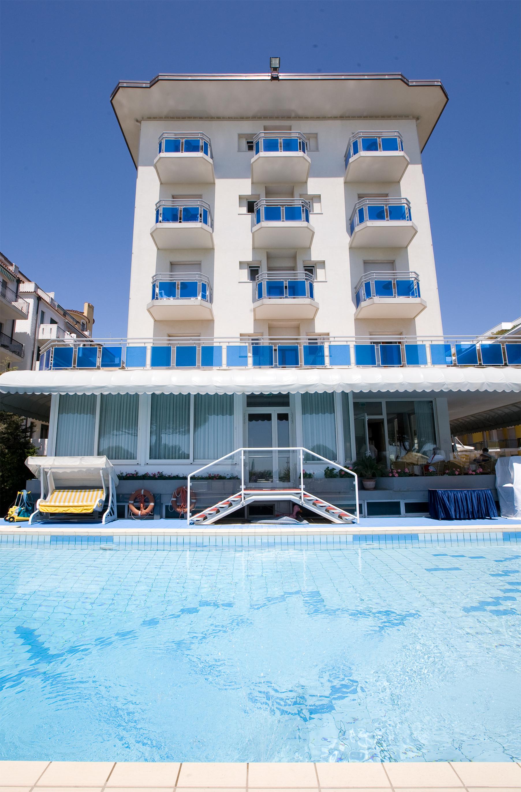 Gallery seafront hotel in jesolo hotel croce di malta jesolo - Hotel jesolo con piscina fronte mare ...